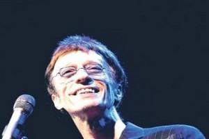 Robin Gibb saját zenéjére ébredt fel a kómából