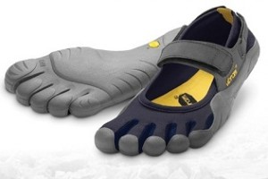 A lábtyűcipő lesz az idei nyár befutó lábbelije?