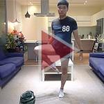 Videó: Így kell felvenni a nadrágot kéz nélkül!